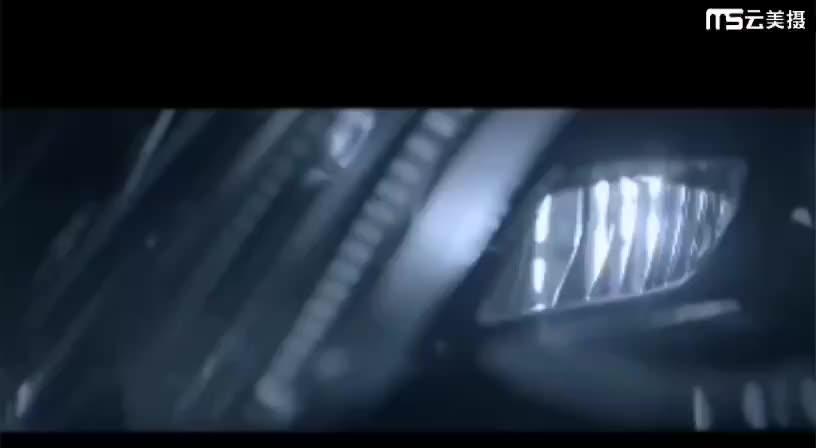 奔驰迈巴赫S680多光束几何大灯、潮流所向~真的是帅呆啦。