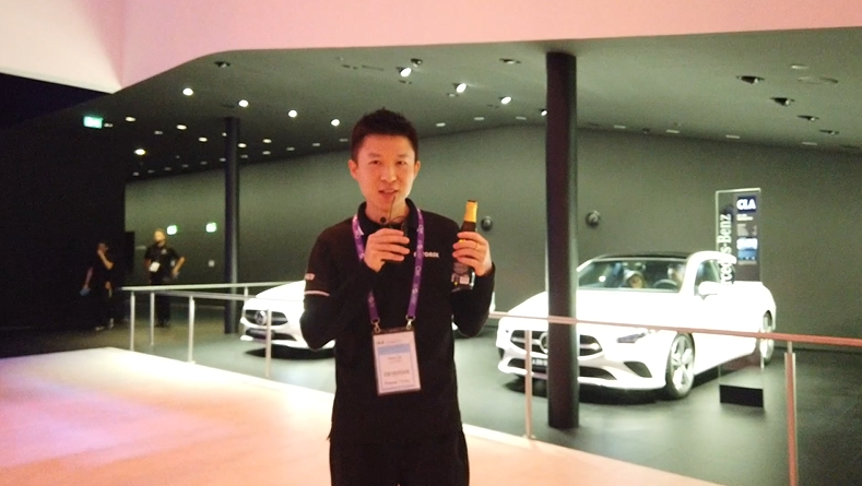 跟着问问君逛法兰克福奔驰展馆,看遍奔驰所有车型