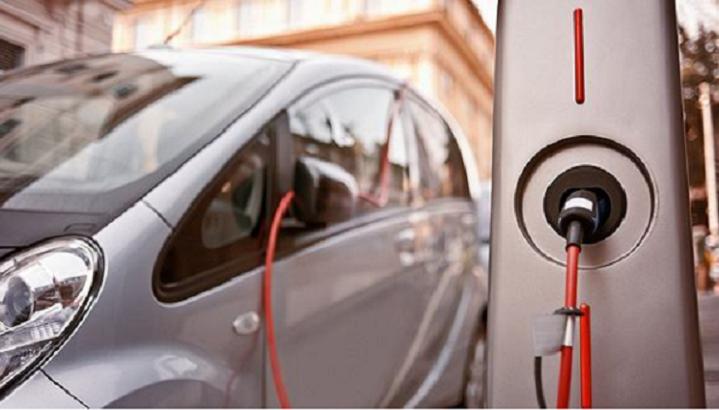 电动汽车和燃油汽车谁的用车成本更低?