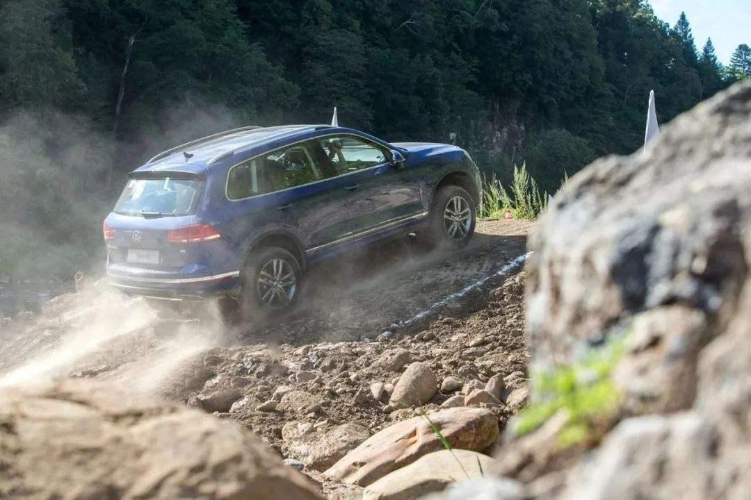本田又一款全新SUV迎来升级,2.0T+9AT+国六+四驱,能成爆款吗?