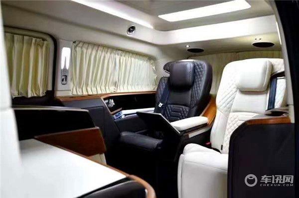 新款奔驰V260L改装商务车,铂驰维努斯4+2总裁版