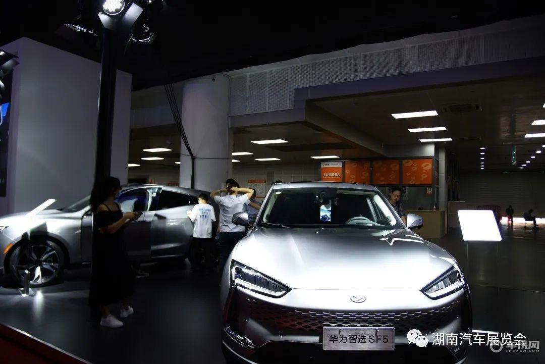 """火力全开!湖南车展成""""网红长沙""""热门打卡地"""