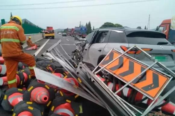 蔚來事故,該承擔責任的是全行業?